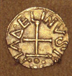 Frankish_gold_Tremissis_issued_by_minter_Madelinus_Dorestad_the_Netherlands_mid_600s